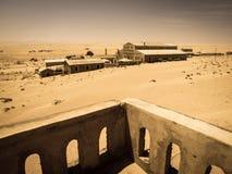 Spookgebouwen van de oude stad Kolmanskop van de diamantmijnbouw in Namibië Royalty-vrije Stock Afbeelding