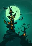 Spookhuis op nachtachtergrond met een erachter volle maan De vector achtergrond van Halloween stock foto's