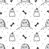 Spooky halloween seamless pattern background with tombstone and cute ghost. Royalty Free Stock Photography