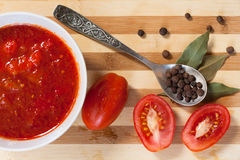 Spoon With Allspice, Bay Leaf, Fresh Tomatoes And Tomato Sauce. Metal Spoon With Allspice, Bay Leaf, Fresh Tomatoes And Tomato Sauce On Wooden Table, Top View stock photos