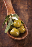 Spoon with green olives Royalty Free Stock Images