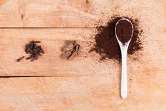 Spoon of ground flavored coffee Royalty Free Stock Photos