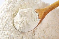 Spoon of wheat flour Royalty Free Stock Photos