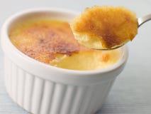 Spoonful di crème-brulée Fotografia Stock Libera da Diritti