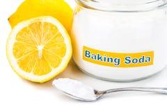 Spoonful wypiekowej sody i cytryny owoc dla wieloskładnikowego holistycznego u Obrazy Stock