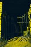 spooooky kyrkogårdport Royaltyfri Bild