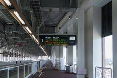 Spoor en informatieraad van Hogesnelheidstreinen in Shin Takaoka Royalty-vrije Stock Fotografie
