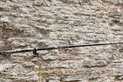 Spoor op een muur van stenen stock afbeeldingen