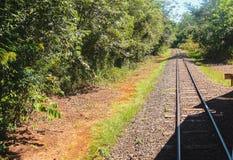Spoorweg aan Iguazu-Dalingen, de grens van Brazilië Argentinië stock afbeeldingen