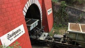 Spoorweg aan Khun Tan Tunnel stock footage
