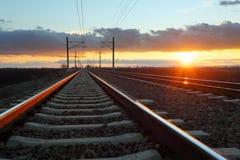 Spoorweg bij schemer royalty-vrije stock foto's