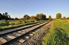 Spoorweg bij zonsondergang Stock Foto