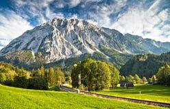 Spoorweg in de Oostenrijkse Alpen royalty-vrije stock afbeeldingen