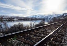 Spoorweg in de riviervallei van Colombia, WA stock fotografie
