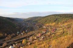 Spoorweg in de vallei stock afbeeldingen