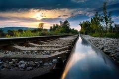 Spoorweg in de Zonsondergang Royalty-vrije Stock Foto's