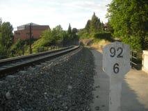 Spoorweg dicht bij de stad Stock Fotografie