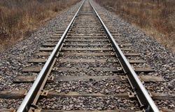 Spoorweg die aan horizon verafgelegen weggaan Royalty-vrije Stock Afbeeldingen