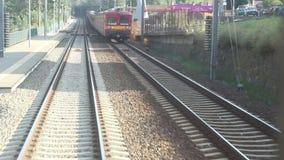 Spoorweg die Een andere Trein overgaan stock videobeelden