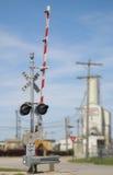 Spoorweg die Signaal kruist stock afbeeldingen