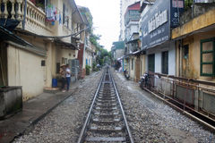 Spoorweg door de stad stock foto