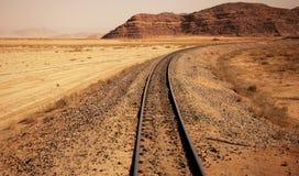 Spoorweg door de woestijn Royalty-vrije Stock Foto