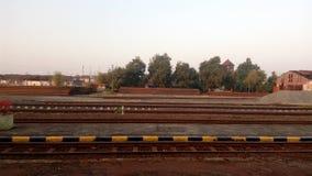 Spoorweg in een kleine stad Royalty-vrije Stock Foto