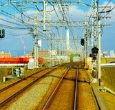 Spoorweg: een spoor of reeks sporen van staalsporen wordt een gemaakt langs wh die Stock Foto's