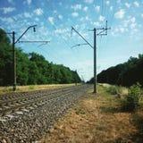 Spoorweg en hemel met wolken Stock Foto