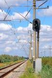 Spoorweg en seinpaal met groen signaal Royalty-vrije Stock Fotografie