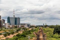 Spoorweg en snel het ontwikkelen van centraal bedrijfsdistrict, Gabor stock foto's