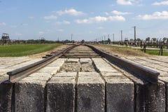 Spoorweg in het concentratiekamp auschwitz-Birkenau stock fotografie