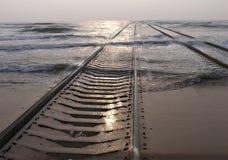 Spoorweg in het overzees Royalty-vrije Stock Afbeeldingen