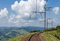 Spoorweg in Karpatische bergen Stock Afbeelding
