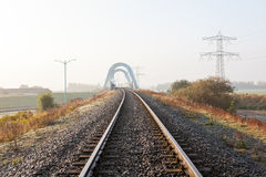 Spoorweg langs het gebied royalty-vrije stock foto