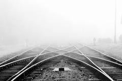 Spoorweg in mist Stock Afbeelding