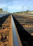 Spoorweg onder de blauwe hemel royalty-vrije stock foto's