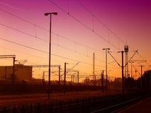 Spoorweg op de zonsondergang royalty-vrije stock afbeeldingen