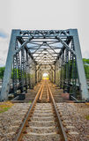 Spoorweg op een brug, zachte nadruk Stock Afbeeldingen