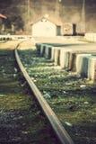 Spoorweg op een klein station Stock Fotografie