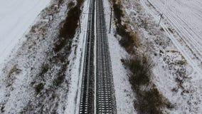 Spoorweg, spoorweg in de winter lucht Geen Treinen stock video