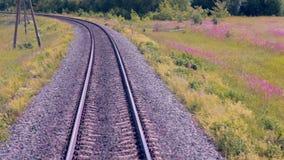 Spoorweg Spoorwegsporen van het bewegen van trein Reizende achtergrond stock videobeelden
