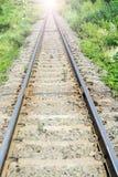 Spoorweg in zonnige dag Royalty-vrije Stock Foto's