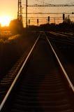 Spoorweg in Zonsondergang Royalty-vrije Stock Foto's