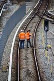 Spoorwegarbeiders die spoorwegen in München, 2015 maintaing Stock Afbeelding