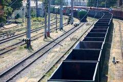 Spoorwegauto's bij de post, logistiek, infrastructuur, het concept van het ladingsvervoer Stock Fotografie