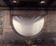 Spoorwegbrug in de mist Stock Foto's
