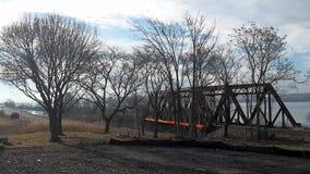 Spoorwegbrug door Onondaga meer stock videobeelden