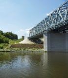 Spoorwegbrug over de rivier Stock Foto's