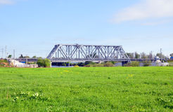 Spoorwegbrug over de Rivier Nerl in Bogoljubovo Rusland Royalty-vrije Stock Afbeelding